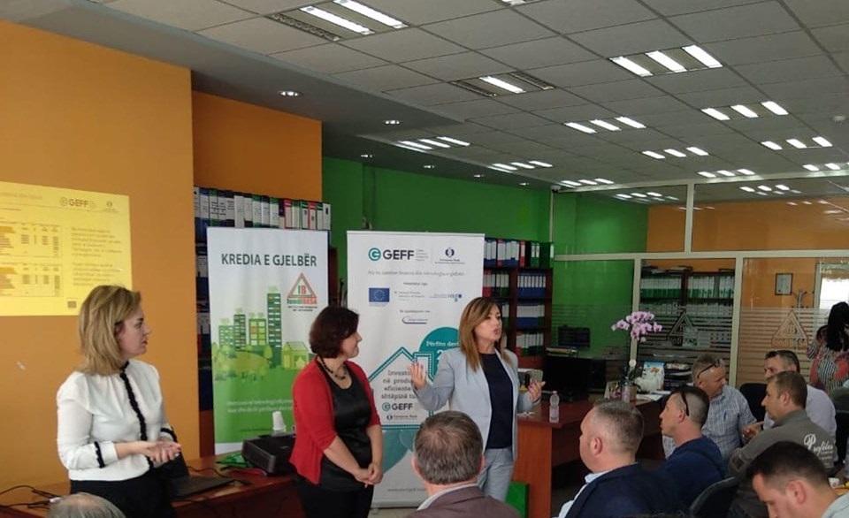 Takim me tregtarë të pajisjeve me eficencë energjie në Durrës